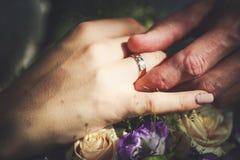 Anéis da troca dos recém-casados imagens de stock