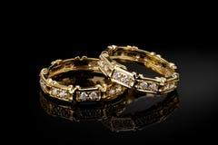 Anéis de casamento brilhantes imagens de stock