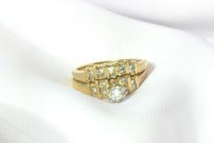 Anéis de casamento da mulher Imagem de Stock Royalty Free