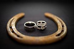 Anéis de casamento do cowboy Foto de Stock