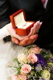 Anéis de casamento em uma caixa Foto de Stock Royalty Free