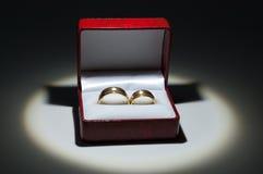 Anéis de casamento em uma caixa Fotografia de Stock Royalty Free