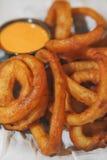 Anéis de cebola dourados Imagens de Stock