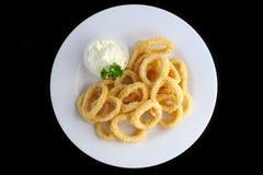 Anéis de cebola fritados com molho Fotografia de Stock Royalty Free