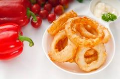 Anéis de cebola fritados dourados Fotos de Stock Royalty Free