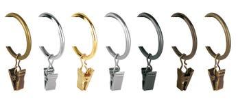 Anéis de cortina para o beirado Anéis do metal com os grampos para cornijas Foto de Stock Royalty Free