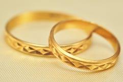 Anéis de ouro macro Fotos de Stock Royalty Free
