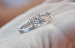 Anéis de prata do casamento fotografia de stock