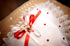 Anéis dourados Wedding imagem de stock