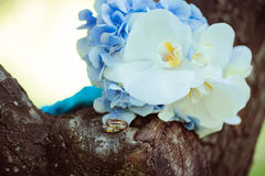 Anéis e ramalhete de casamento Foto de Stock Royalty Free