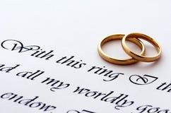Anéis e voto de casamento Imagens de Stock