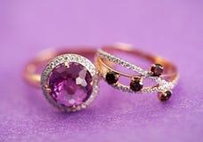 Anéis elegantes da joia com pedra de gema Imagens de Stock