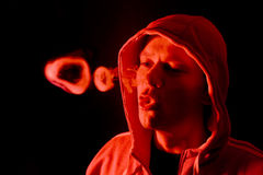 Anéis iluminados vermelhos do fumo Imagens de Stock Royalty Free