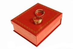 Anéis na caixa vermelha Fotografia de Stock Royalty Free