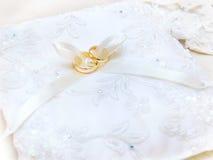 Anéis para o casamento imagens de stock