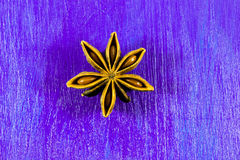 Anís de estrella en fondo de madera Fotografía de archivo libre de regalías