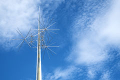 Anúncio Astra Sculpture por Richard Lippold Against o céu azul, fora do ar nacional de Smithsonian e do museu de espaço #2 imagem de stock