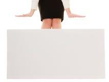 Anúncio Bandeira vazia do espaço da cópia e pés fêmeas Fotos de Stock