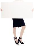 Anúncio Bandeira vazia do espaço da cópia e pés fêmeas Imagens de Stock Royalty Free