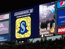 Anúncio de Snapchat na tela na bancada no campo de Safeco Imagens de Stock