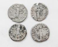 ANÚNCIO romano de prata do século das moedas 4-5, trabalho áspero, imperadores pequenos dos retratos foto de stock royalty free