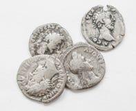 ANÚNCIO romano de prata do século das moedas 4-5, trabalho áspero, imperadores pequenos dos retratos imagem de stock royalty free