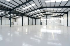 Free An Empty Warehouse Stock Images - 158243064