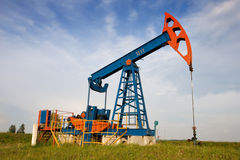 Free An Oil Pump Jack Stock Images - 3013694