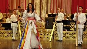 Ana Μαρία Donosa στη σκηνή στο Constantin Tanase Magazine Theater φιλμ μικρού μήκους