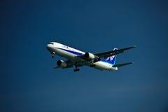 ANA 767-300ER sul finale Fotografie Stock