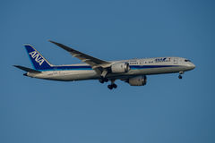 ANA Airlines Boeing 787 Dreamliner en acercamiento final a Sydney Airport el martes 23 de mayo de 2017 Imagenes de archivo