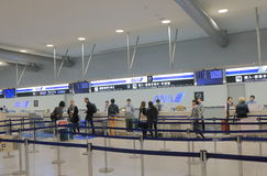 ANA All Nippon Air signent le contre- aéroport international de Kansai Osaka Japan Photos libres de droits