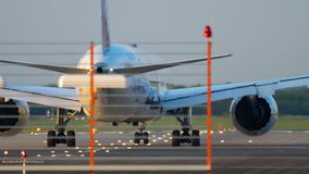 ANA Boeing 787 antes de la salida almacen de video