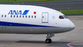 ANA Boeing 787 Dreamliner åka taxi stock video