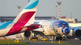 ANA Boeing 787 que lleva en taxi almacen de video