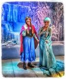 Ana y Elsa en el sueño de Disney Fotos de archivo