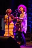 Anabela Aya und Roberta Campos Kriol Jazz Festival lizenzfreie stockfotografie