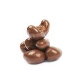 Anacardos recubiertos de chocolate aislados Foto de archivo libre de regalías