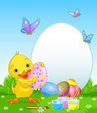 Anadón de Pascua que pinta los huevos de Pascua Imagen de archivo libre de regalías