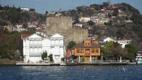 Anadolu Hisari y fortaleza de Anatolia en Beykoz, Estambul, Turquía almacen de video
