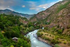 Anadoludorpsbewoners met rivieren en bergen ikizdere, Rize Turkije Stock Fotografie