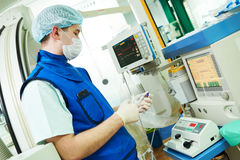 Anaesthesiologist χειρούργων στο δωμάτιο λειτουργίας χειρουργικών επεμβάσεων Στοκ Εικόνα