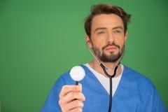 Anaesthetist или доктор держа стетоскоп стоковые фотографии rf