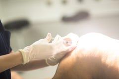Anaesthetist и пациент стоковые фото