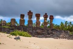 Anakena palmy plaża i Moais statuy jesteśmy usytuowanym ahu Nao Nao, Easter jesteśmy Fotografia Royalty Free
