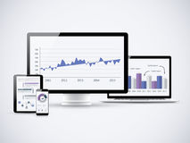 Analisando estatísticas financeiras nos computadores de vetor Fotografia de Stock