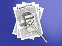 Analisando a notícia de negócio Imagem de Stock Royalty Free