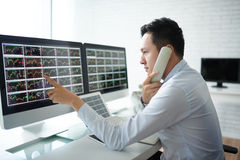 Analisando o mercado Fotografia de Stock