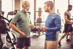 Analisando resultados No gym foto de stock royalty free