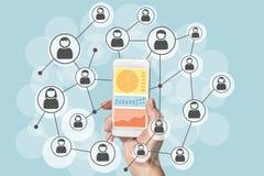 Analisi dei dati e scienza di dati delle reti sociali con il dispositivo mobile Fotografia Stock Libera da Diritti